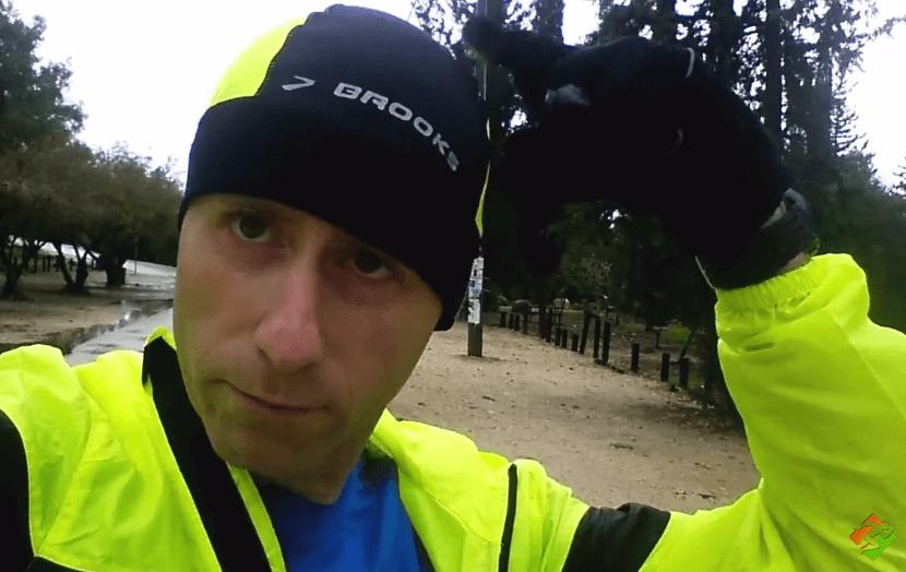 סרטון #8: ציוד – סקירה מהירה על הביגוד וההנעלה שאיתם אני רץ בגשם ובקור